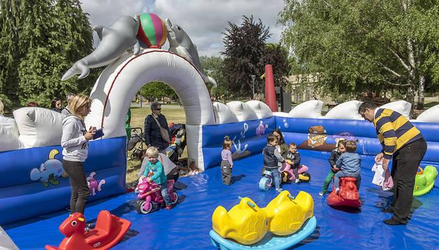A lo largo de la jornada cientos de familias se dieron cita en el entorno de la Ciudadela.