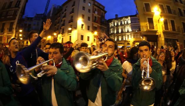 Celebración del ascenso a Primera tras vencer en doble eliminatoria al Girona por 2-1 en el Sadar y 0-1 en Montilivi