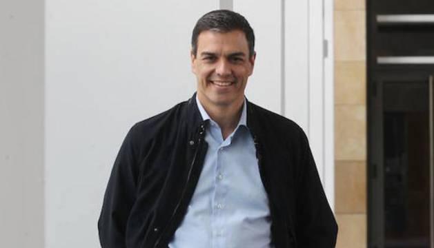 Pedro Sánchez, antes de participar en un mitin en Logroño.
