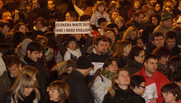 El 12 de diciembre miles de personas se manifestaron en Pamplona y en otros puntos de Navarra a favor de la continuidad del PAI. En esos momentos estaba en entredicho que hubiera plazas para alumnos de 3 años.
