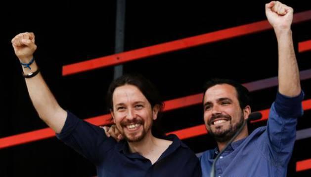 Pablo Iglesias y Alberto Garzón durante un acto electoral de Unidos Podemos en Barcelona.