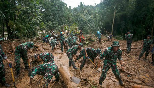 Al menos 43 el número de muertos por las inundaciones en Indonesia