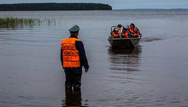 Quince niños ahogados al volcar varias barcas en un lago ruso