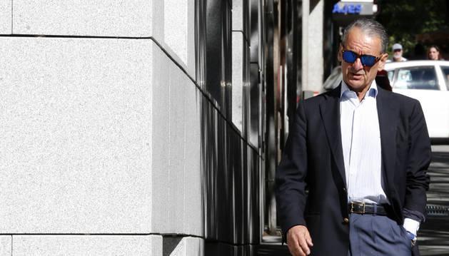 Mario Conde acude a la Audiencia Nacional a entregar su pasaporte