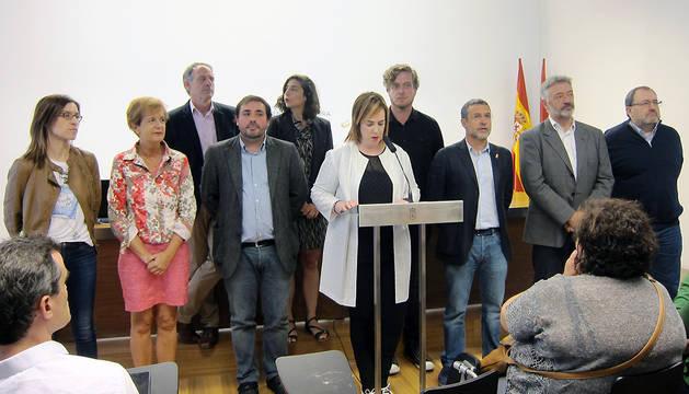 Ainhoa Aznárez lee las dos declaraciones aprobadas con motivo del Día de las Personas Refugiadas.