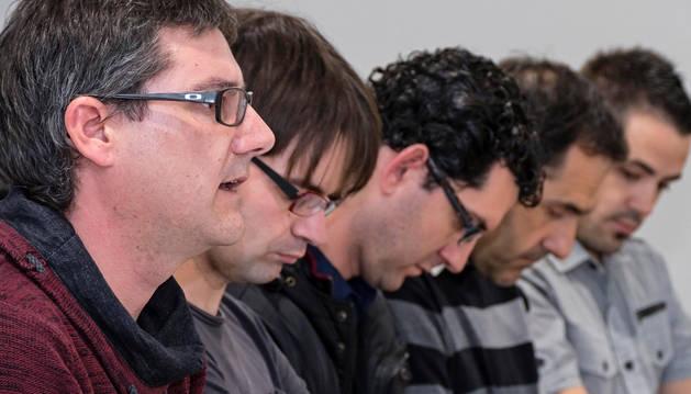 El director de la escuela de música, Javier Martínez, primero por la izquierda, junto a otros compañeros del claustro en una imagen tomada durante una de sus comparecencias la pasada primavera.