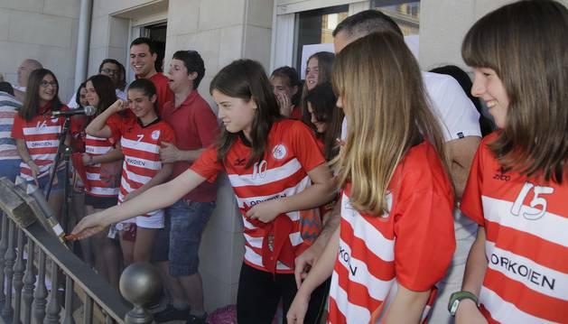 Las campeonas de Fútbol 8 lanzan el chupinazo en Orkoien