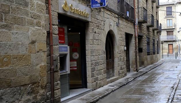 El Banco Santander cerrará antes de agosto cuatro de sus 47 oficinas