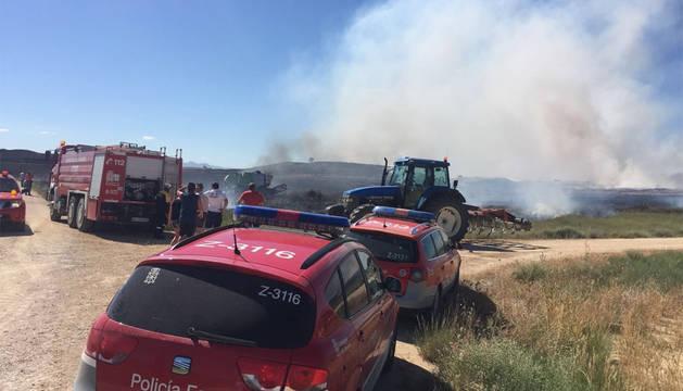 Patrullas de Policía Foral y bomberos, en el lugar del incendio.