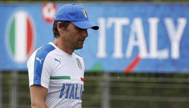 Antonio Conte, en un entrenamiento de Italia.