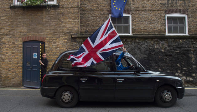 El 'Leave' logra el 51,9% de los votos, frente al 48,1% del 'Remain', una ventaja de más de 1,2 millones.