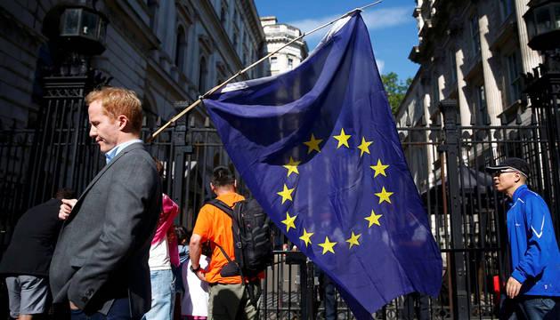 El Brexit estremece Europa y se lleva a Cameron por delante