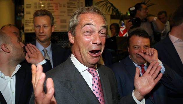 Nigel Farage declara victoria del 'Brexit' y exige la dimisión