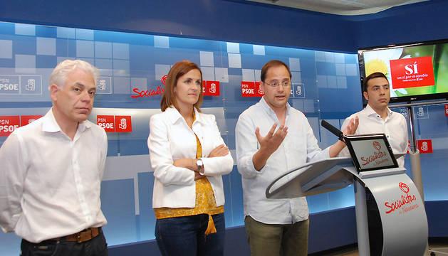 El secretario de Organización del PSOE, César Luena, junto a María Chivite, Jesús María Fernández y Toni Magdaleno.