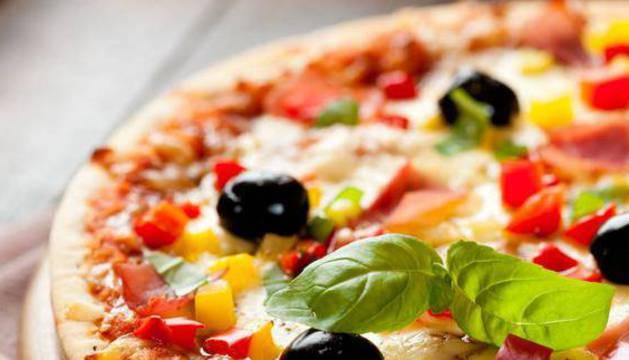 Las pizzas y las hamburguesas con queso son dos de los fast food más adictivos.