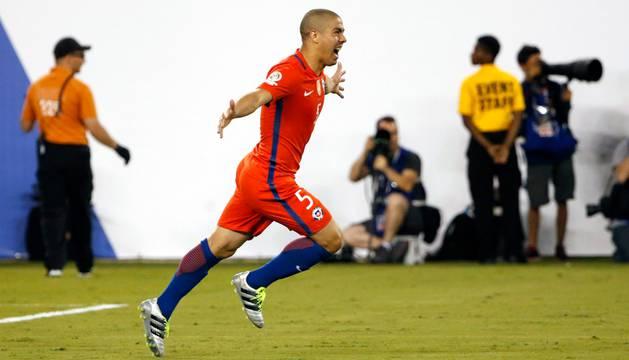 Gato Silva celebra el gol de penalti que dio el triunfo a Chile en la Copa América.
