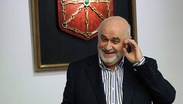 El consejero de Educación, José Luis Mendoza, en el Parlamento.