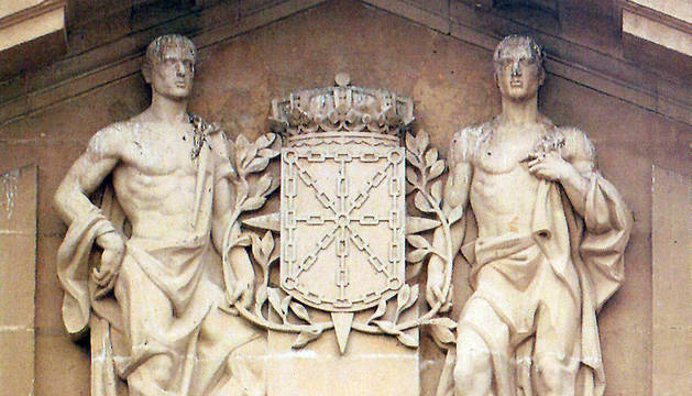 El Gobierno retirará una escultura del Palacio de Navarra por simbología franquista