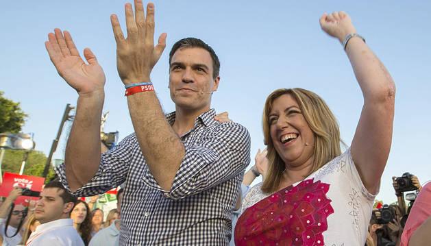 Susana Díaz, junto a Pedro Sánchez en campaña.
