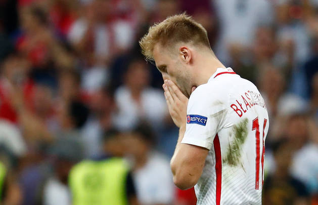 Kuba Blaszczykowski se lamenta por su error en la tanda de penaltis.