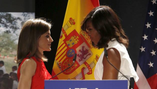 La Reina defiende ante Michelle Obama acceso de las niñas a educación digital