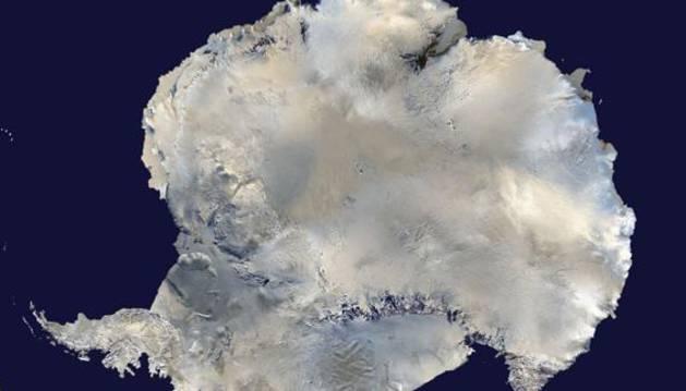 Vista de satélite de la Antártida.