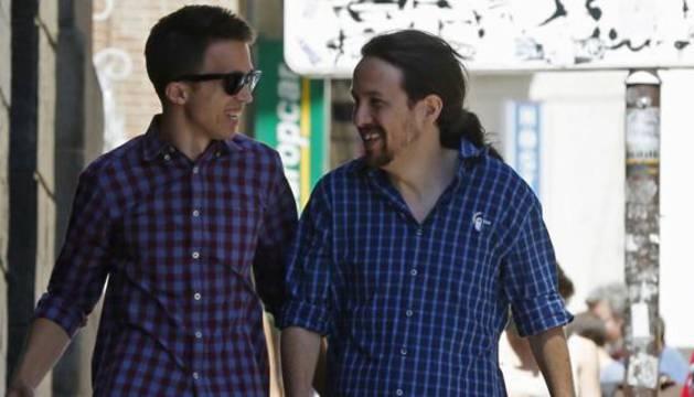 Pablo Iglesias(d), secretario general de Podemos, e Iñigo Errejón (i).