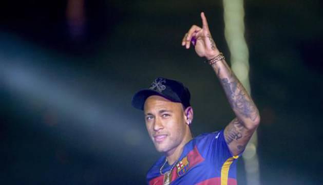 Neymar seguirá en el Barcelona hasta 2021.