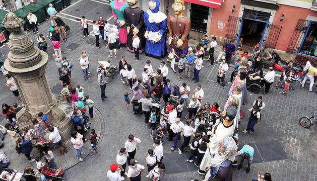 El Día de las Peñas preludia en Pamplona las fiestas