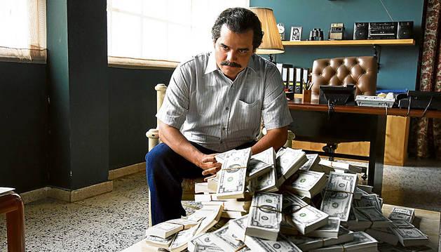El hermano de Pablo Escobar pide revisar 'Narcos' antes de su emisión