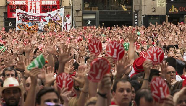 Imagen de la concentración contra las agresiones sexistas celebrada este jueves en la plaza Consistorial de Pamplona.