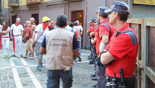 Varios agentes velan por la seguridad de los pamplonicas en San Fermín