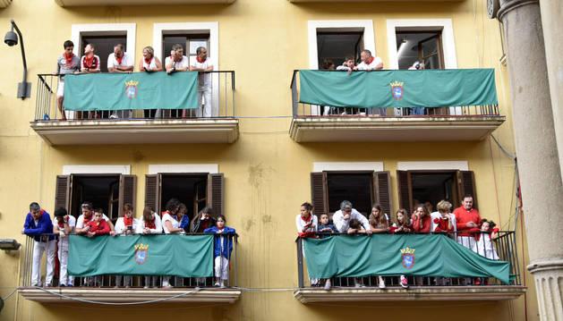 Familias de ADANO han visto el Encierro desde los balcones de Casa Seminario