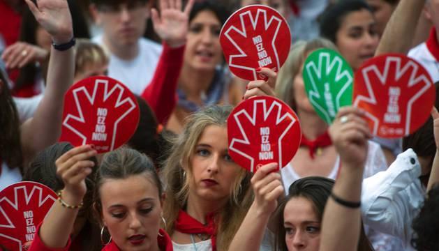 La movilización ha sido convocada por la Plataforma de Mujeres contra la Violencia Sexista y la Plataforma Gora Iruñea.