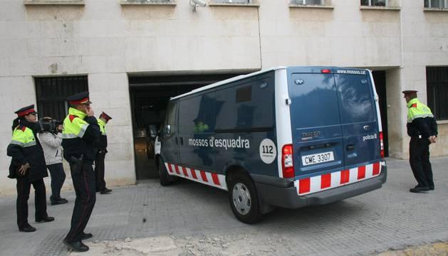 Los Mossos d'Esquadra han detenido a cinco personas e investigan a otras dos.