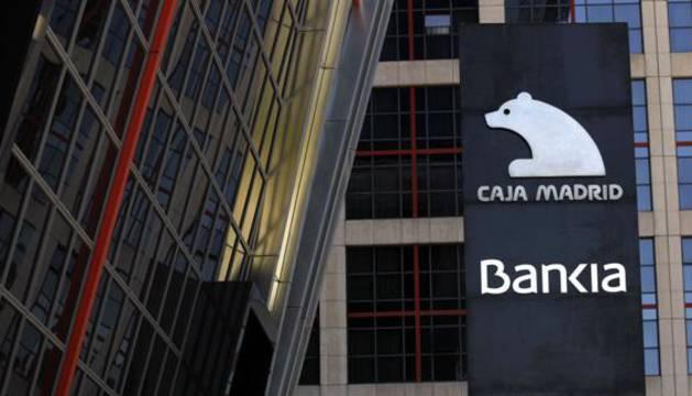 Logotipos de Bankia y Caja Madrid en su sede madrileña.