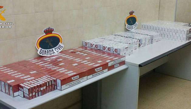 Incautan 1.500 cajetillas de tabaco ocultas en un coche en Marcilla
