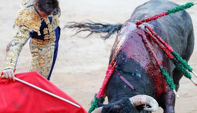 Deslucidos Miura para cerrar la Feria del Toro de San Fermín