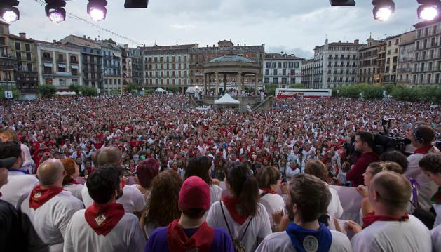 Concentración de repulsa en la Plaza del Castillo.