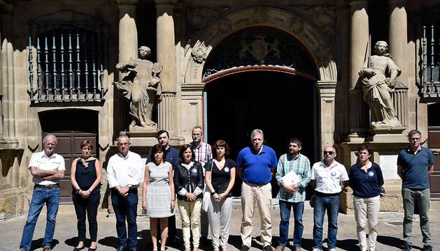 Concentración frente al Ayuntamiento de Pamplona.