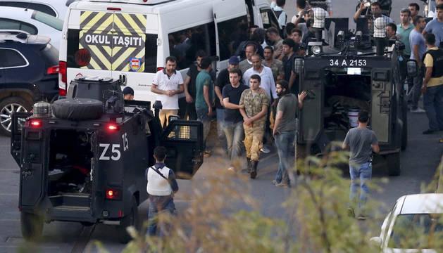 Detenidos 10 magistrados de la cúpula judicial de Turquía y destituidos 2.745 jueces