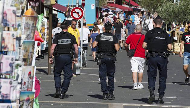 Francia refuerza la seguridad ante críticas cada vez más fieras