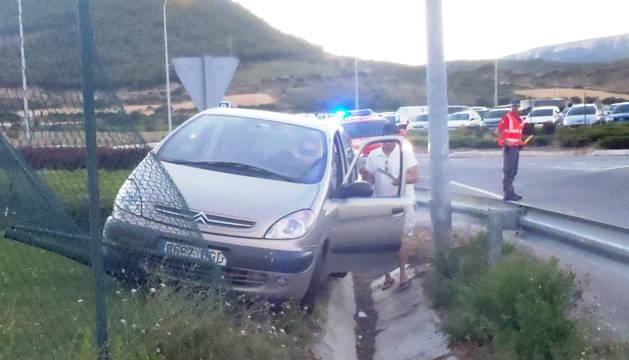Turismo accidentado cuyo conductor fue detenido.