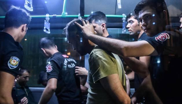 Turquía detiene a más de 6.000 personas y anuncia más arrestos