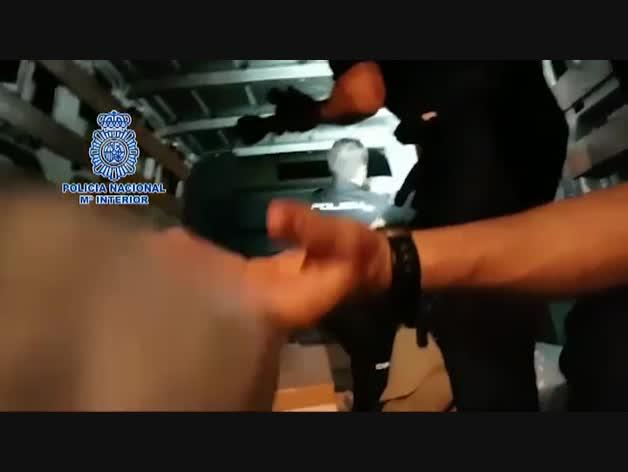 """Incautados 34 kilos de """"cristal"""" en el falso techo de una furgoneta en Fuengirola"""