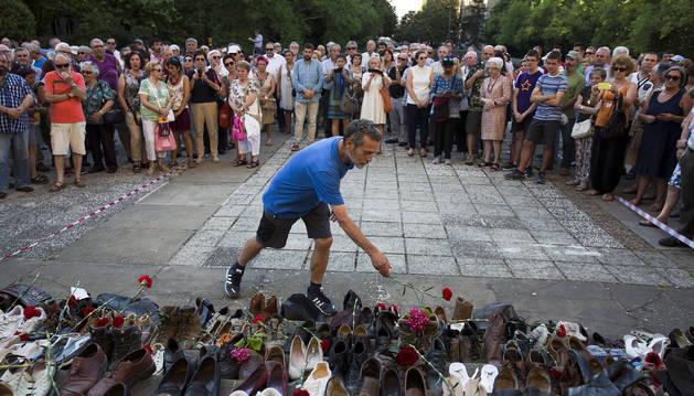 """Zapatos """"para seguir la huella"""" de los represaliados del franquismo"""