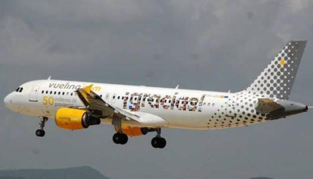 Imagen de un avión de Vueling durante el despegue.