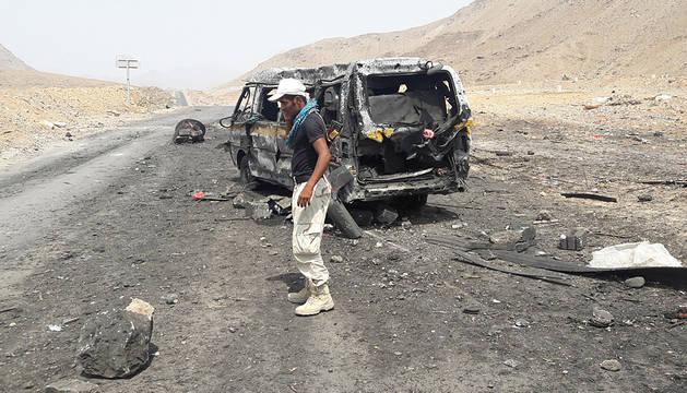 Un soldado, en el punto de control donde se ha producido una de las dos explosiones.