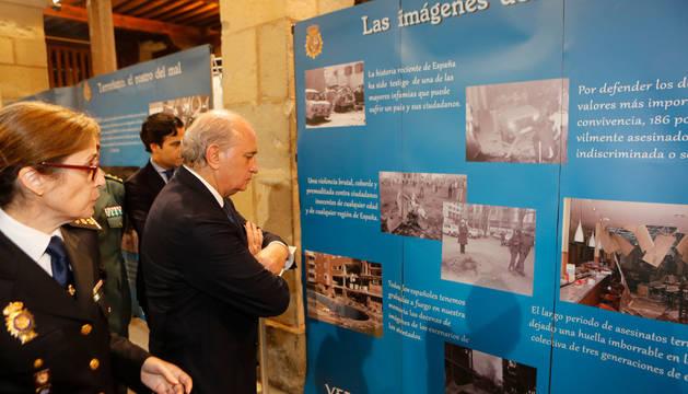Fernández Díaz inauguró la exposición de la Policía Nacional sobre ETA en la ciudadela.
