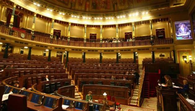 Aspecto general de un Congreso de los Diputados prácticamente vacío.